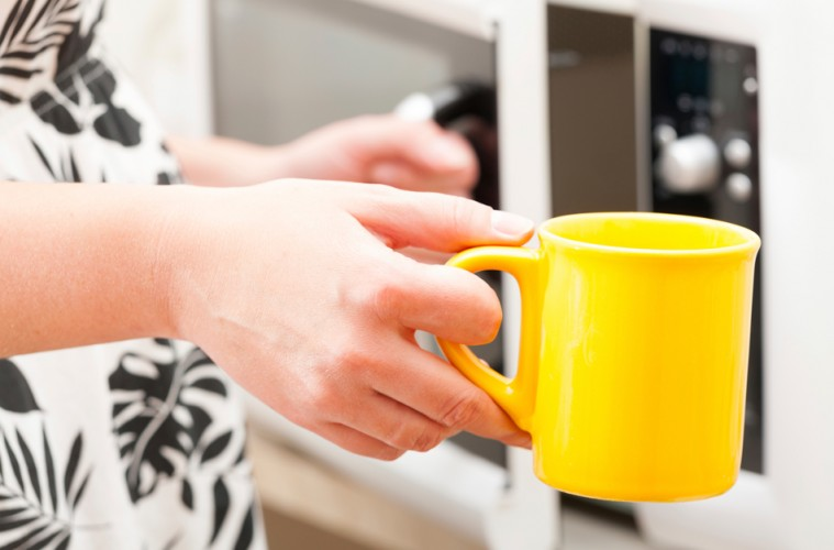 Evita usar microondas para recalentar el café frío.
