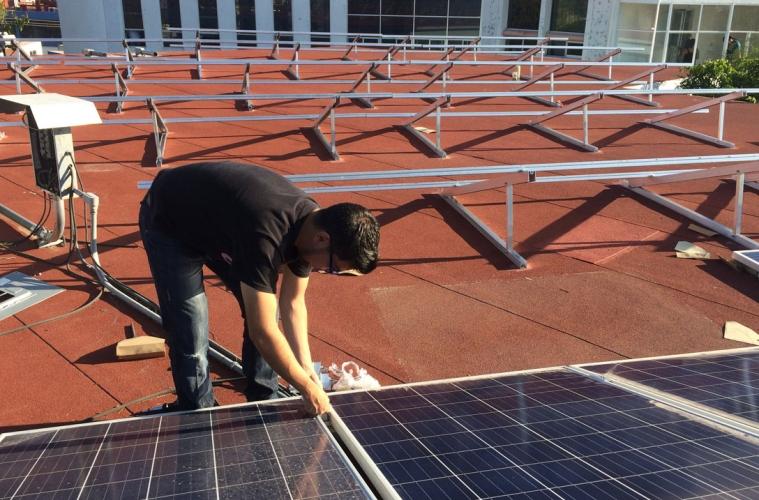 paneles solares en su Facultad